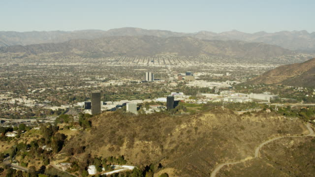 aerial view residential homes hollywood hills los angeles - burbank stock-videos und b-roll-filmmaterial