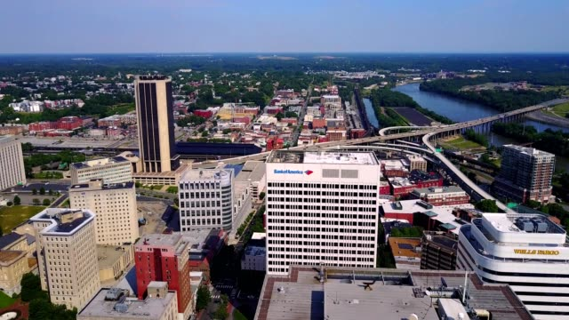 aerial view reveal of downtown richmond - richmond virginia stock videos & royalty-free footage