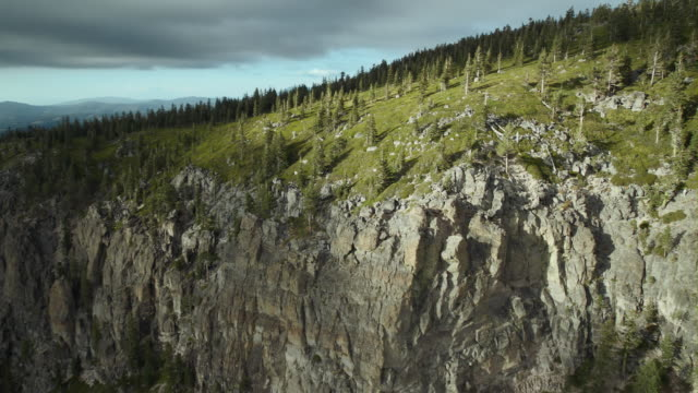 aerial view rising over the cliffs of blue lake canyon. - canyon lake stock videos & royalty-free footage