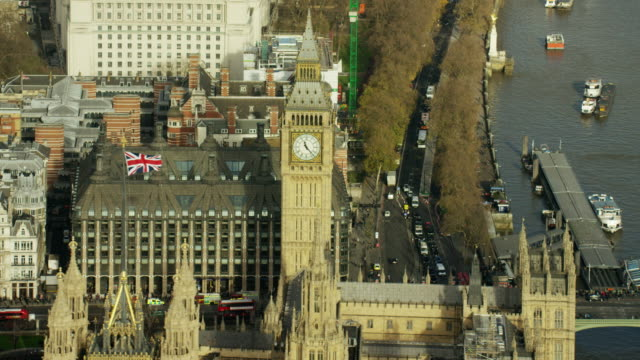 vídeos de stock e filmes b-roll de aerial view river thames and city of london - big ben
