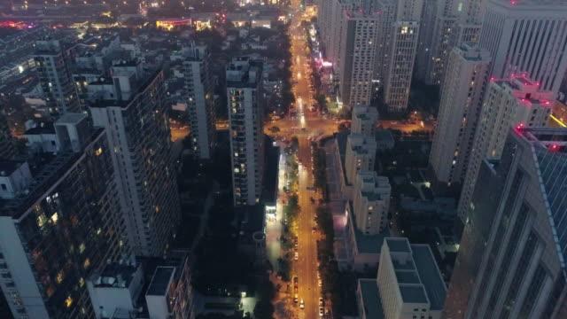aerial view road cross section - 不動産の看板点の映像素材/bロール