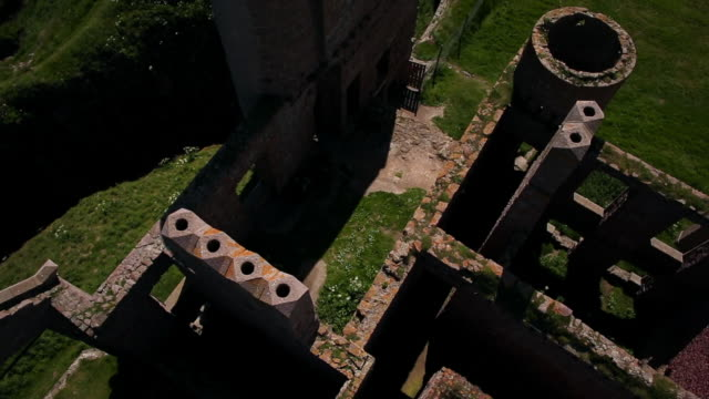aerial view roofless walls of new slains castle ruins - scozia video stock e b–roll
