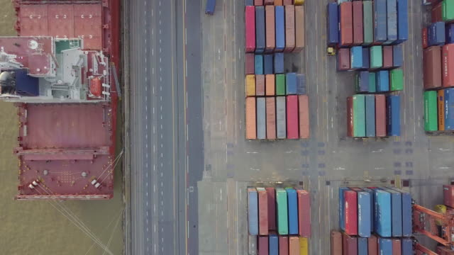 Luchtfoto verzending boot container werken