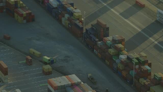 aerial view shipping container yard fremantle harbor perth - フリーマントル点の映像素材/bロール