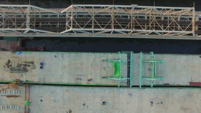 橋の建設現場の空撮ショット - チャオプラヤ川点の映像素材/bロール