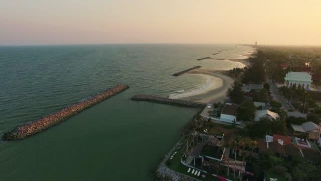 vídeos y material grabado en eventos de stock de vista aérea disparó el mar playa tropical - pantano zona húmeda
