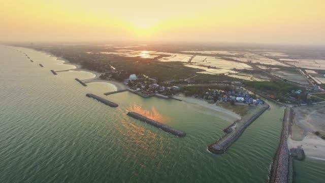 vídeos de stock e filmes b-roll de aerial view shot tropical beach sea - guardar