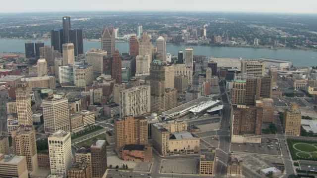 aerial view showing detroit, michigan and windsor, ontario metroplex. this international urban area has a combined total population of approximately 5.7 million people. - ontario kanada stock-videos und b-roll-filmmaterial