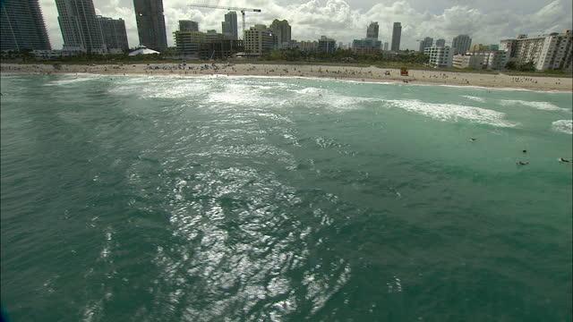 stockvideo's en b-roll-footage met aerial view south beach pointe atlantic hotels florida - watersport