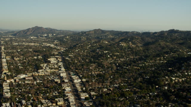 aerial view suburban burbank hollywood hills los angeles - burbank stock-videos und b-roll-filmmaterial