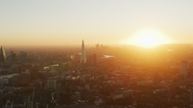 aerial view sunrise with sun flare london cityscape - fluss themse stock-videos und b-roll-filmmaterial