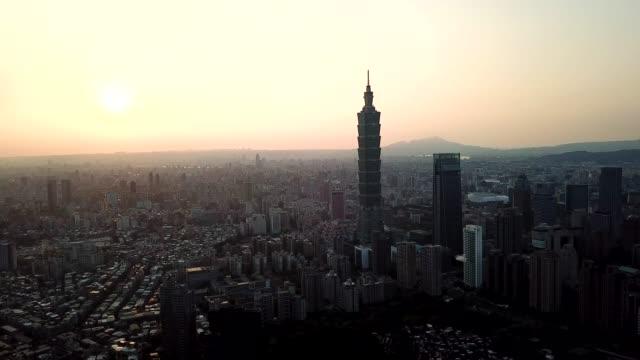 パノラマの街並みの眺めの夕日都市台北の有名な塔、台湾 - 台北市点の映像素材/bロール
