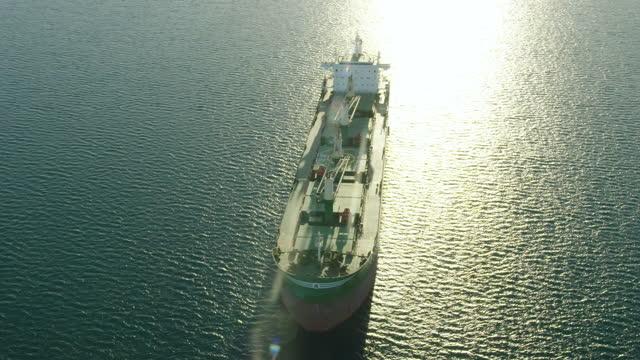 aerial view super tanker anchored offshore fremantle perth - フリーマントル点の映像素材/bロール