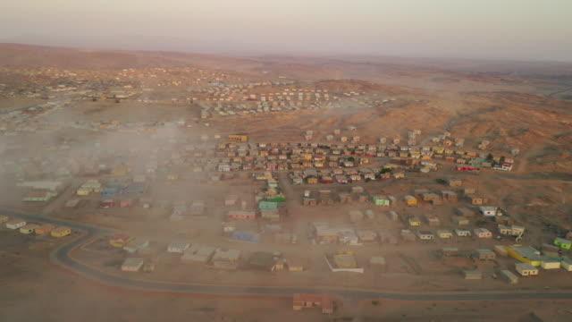 vídeos de stock, filmes e b-roll de vista aérea ws swakopmund, namíbia, áfrica - namíbia