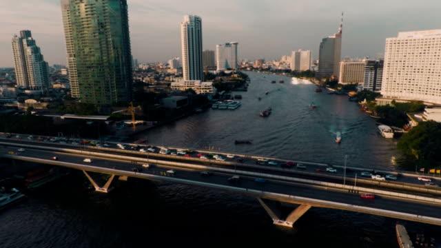 空から見た橋の タークシン チャオプラヤ川 - チャオプラヤ川点の映像素材/bロール