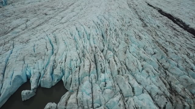 aerial view textured glacier in alaska & mountains - 氷河点の映像素材/bロール