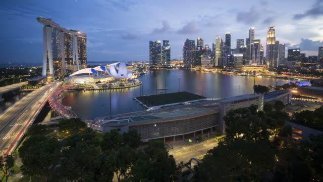4k aerial view time-lapse of singapore skyline, singapore - 360 grad panorama stock-videos und b-roll-filmmaterial