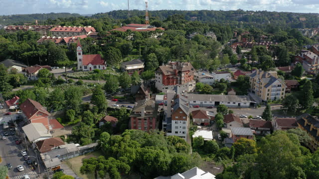 stockvideo's en b-roll-footage met lucht mening aan gramado de binnenstad, rio grande do sul, brazilië - sunny