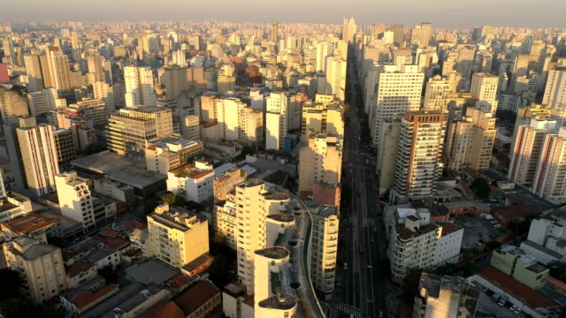 vídeos de stock, filmes e b-roll de aerial view to sao paulo - distrito financeiro