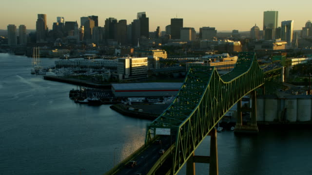 aerial view tobin memorial vehicle bridge boston america - boston massachusetts点の映像素材/bロール