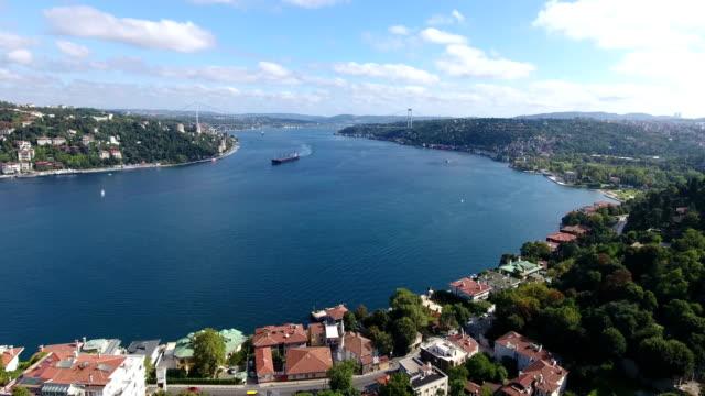 vídeos de stock, filmes e b-roll de vista aérea bandeira turca istambul 4k - turquia