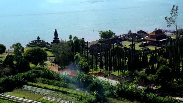 aerial view ulun dano bratan temple bali indonesia - 溜水点の映像素材/bロール