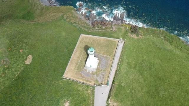 vídeos de stock e filmes b-roll de aerial view white lighthouse in asturias, spain - penhasco caraterísticas do território