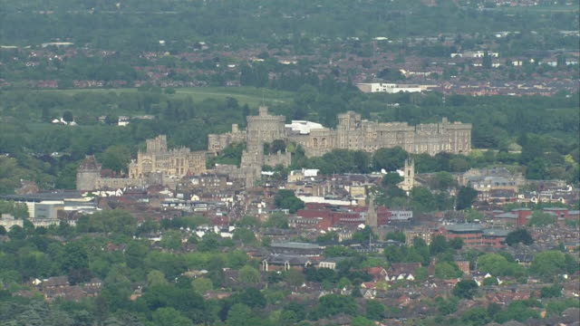 aerial view zooming in and circling on windsor castle during the rehearsal for the wedding of prince harry and meghan markle - schlossgebäude stock-videos und b-roll-filmmaterial