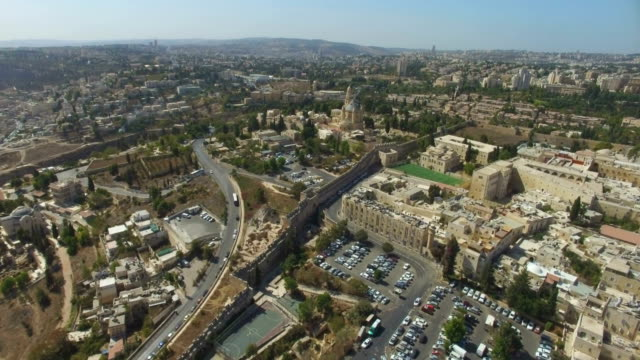 aerial view-mount zion outside the walls of the old city of jerusalem - エルサレム点の映像素材/bロール