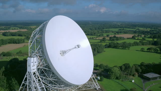 aerial views at jodrell bank observatory, uk - optical equipment stock videos & royalty-free footage