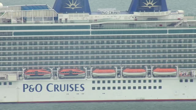 aerial views of a p&o cruise ship sailing out of the port of southampton during the coronavirus epidemic on 30th march 2020 southampton, united... - cruising stock videos & royalty-free footage