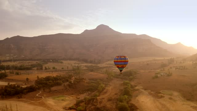 vídeos de stock e filmes b-roll de aerial views of beautiful south africa- hot air ballooning - stock video - moving up