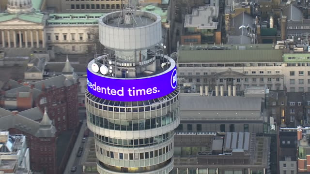 vídeos de stock e filmes b-roll de aerial views of bt tower with message stay safe in these unprecidented times thank you to everyone working to keep us safe on 20th march 2020 london... - bt tower londres