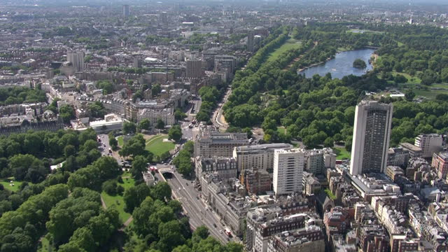 aerial views of buckingham palace green park hyde park towards kensington palace on 31st august 2017 london england - palace stock-videos und b-roll-filmmaterial