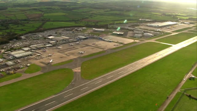 aerial views of east midlands airport - east stock videos & royalty-free footage