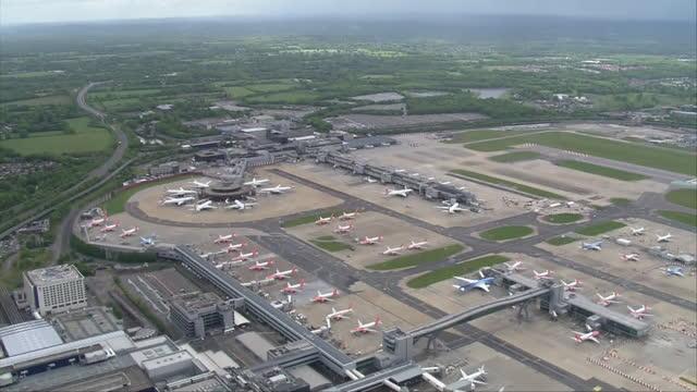 aerial views of gatwick airport - airplane hangar stock videos & royalty-free footage