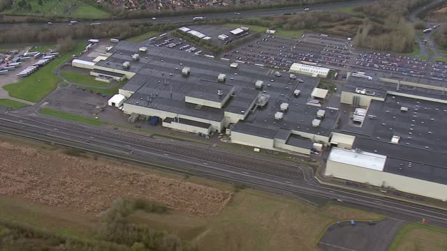 aerial views of honda of the uk manufacturing ltd car manufacturing plant in swindon - ホンダ点の映像素材/bロール