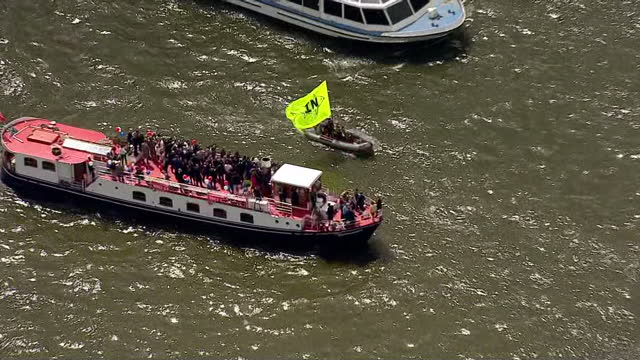 aerial views of in campaign boats circling around fishing for leave campaign boats on june 15 2016 in london united kingdom the campaigns for the... - 2016 european union referendum stock videos and b-roll footage