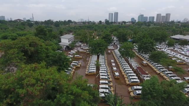 vídeos y material grabado en eventos de stock de aerial views of indonesia capital hit by flooding, jakarta, java, indonesia, on saturday, jan 4, 2020. - yakarta