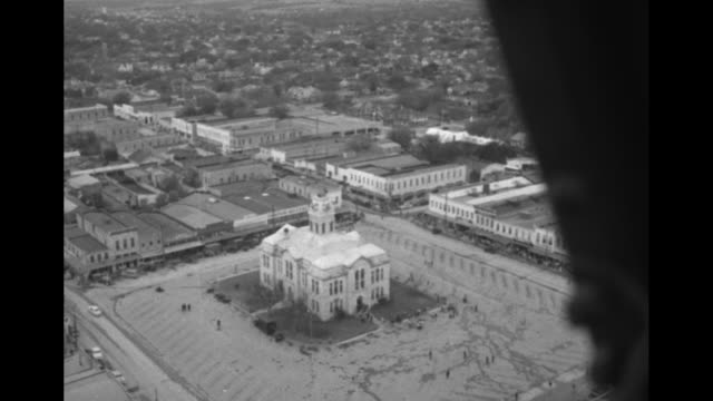 stockvideo's en b-roll-footage met vs aerial views of lampasas courthouse with us military in marching formation and more flyovers of the town / numerous tanks rolling in countryside... - texas longhorn