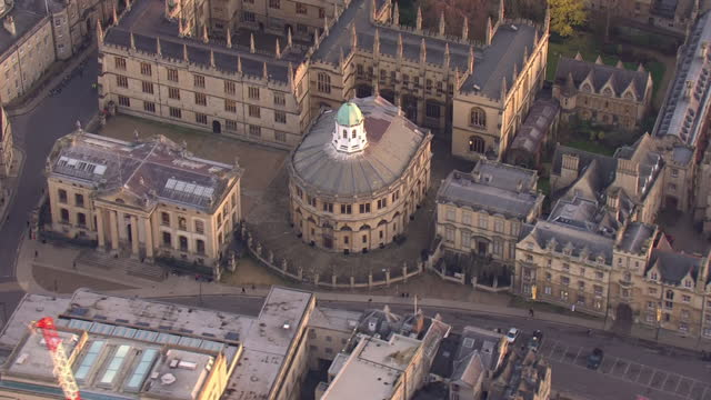 aerial views of queens college and the radcliffe camera and surrounding buildings on 23 november 2020 in oxford, united kingdom - university stock videos & royalty-free footage