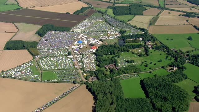 aerial views of reading festival showing hundreds of tents on 30th august 2017 reading, england. - reading and leeds festivals stock videos & royalty-free footage