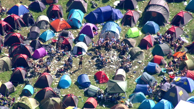 aerial views of reading festival showing hundreds of tents on 30th august 2017 reading england - reading and leeds festivals stock videos and b-roll footage