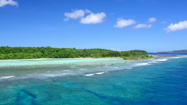 vidéos et rushes de aerial views of santa ana, solomon islands - île