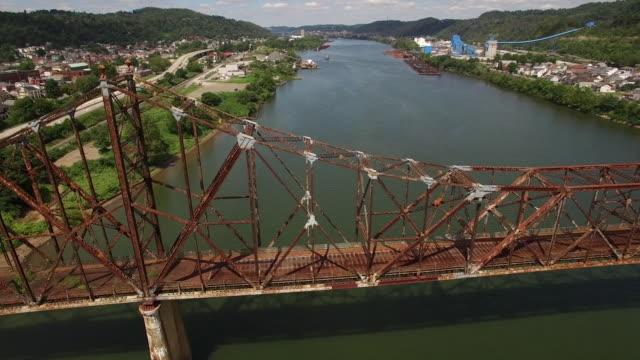 vídeos y material grabado en eventos de stock de aerial views of the bellair bridge and the ohio river - río ohio