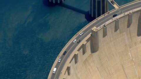 stockvideo's en b-roll-footage met aerial views of the hoover dam on a sunny day - dam mens gemaakte bouwwerken