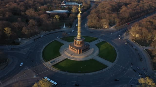 aerial views of the traffic circle at the victory column which at rush hour is usually crowded with cars on march 23 2020 in berlin germany the... - germany stock videos & royalty-free footage