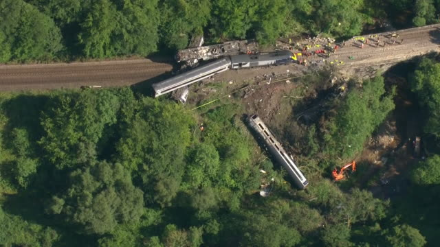 aerial views of the wreckage of a train crash on 12th august 2020 stonehaven, united kingdom. - 脱線点の映像素材/bロール