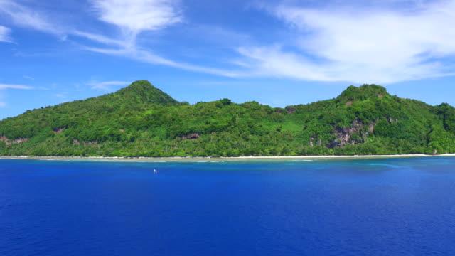 vídeos de stock, filmes e b-roll de aerial views of tikopia, solomon islands - ilhas do pacífico