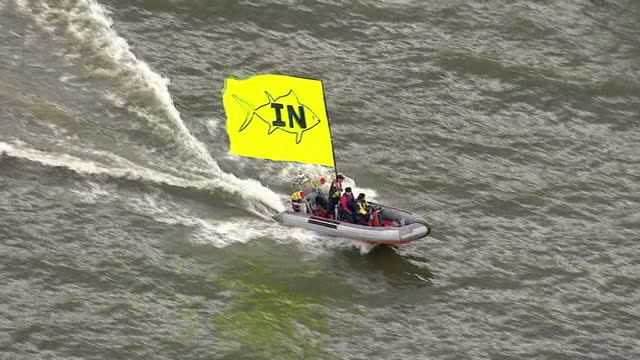 aerial views of vote in campaign boats moving down the river thames on june 15 2016 in london united kingdom the campaigns for the european union... - 2016 european union referendum stock videos and b-roll footage